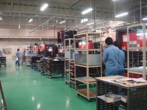 製作、検査、出荷の現場を視察