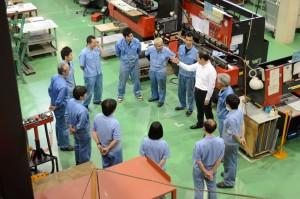 製造現場でのミーティングの風景